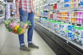 170627-better-grocery-store-man-carrying-produce-se-539p_3dea0143deb3931919881b34b32335aa.nbcnews-ux-2880-1000